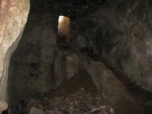 המערה (Medium)