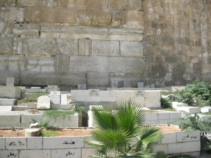 קברי באב אל-רחמה על החומה