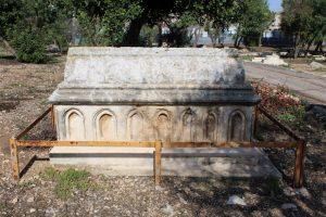 קבר בסגנון צלבני (Medium)